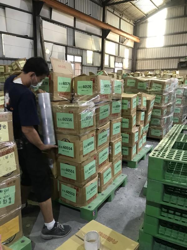 台北市搬家案例.北醫庫房整理紙箱與移動上架定位4