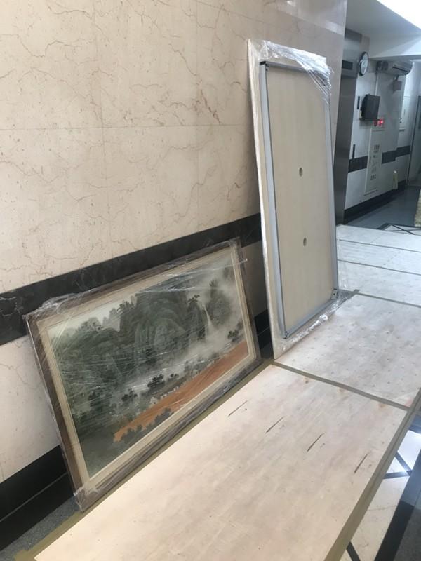 台北市搬家案例.台北市大安區辦公室桌椅、藝術掛畫等包裝與搬運4